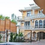 № 37 Крым, Ялта - гостевой дом по ул. Киевской.