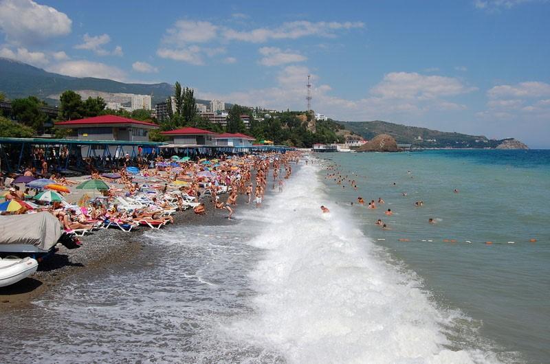 Мелкая галька на пляжах Партенита